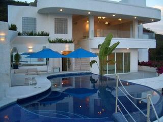 Acapulco villa photo - Upstairs Pool and oceanview Disco/Bar party area!