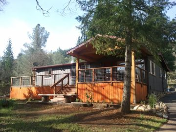 Mariposa house rental - Front of the Midpines House, Plenty of deck space to sit and relax