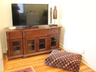 Tucson bungalow photo - Fantastic 42' TV with 99 Cable channels adorns the Living room