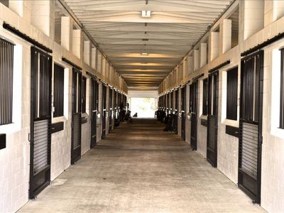20 stall barn featuring full service amenities (Arrange prior to arrival)