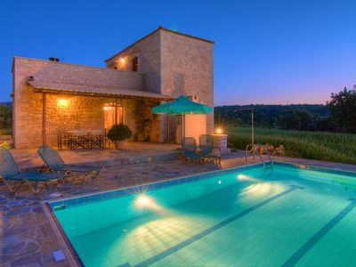 Rethymnon villa rental - Spend your evenings by the pool drinking cold beer! [villa Ellotia]