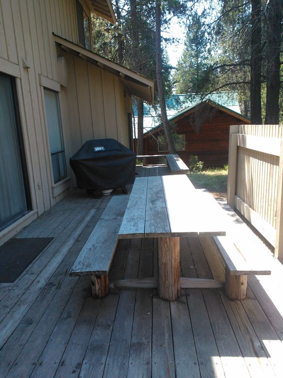 Deck with Picnic table and Gas BBQ
