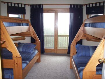 New Pyramid Bunk Room (sleeps 6) - 'Ocean Waves'