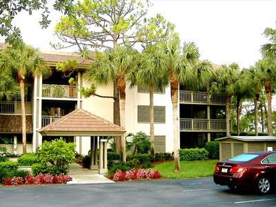 Corner unit in well-kept BONITA BAY - surrounded by lush Palms and Pines