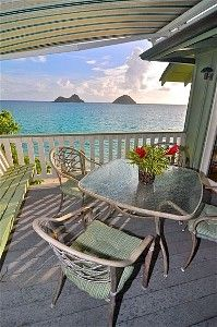 Lanikai house rental - Large patio has gas BBQ and sun shade
