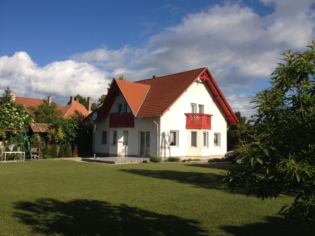 Very nice house with huge garden for up homeaway hungary for Very nice house