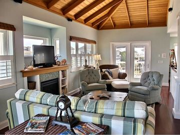 Spacious Living Room www.Seascapevacationhomes.com