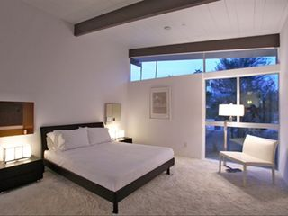 Palm Springs house photo - Typical guest room with Queen Bed and carpet