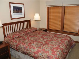 Comfortable Queen Size Beds - Snowshoe Mountain condo vacation rental photo