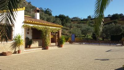 Ideal for families. Andalusian house. Very close to Málaga