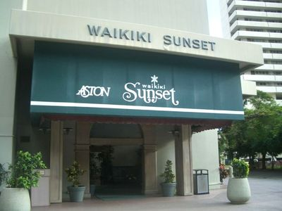 Waikik Sunset Main entrance