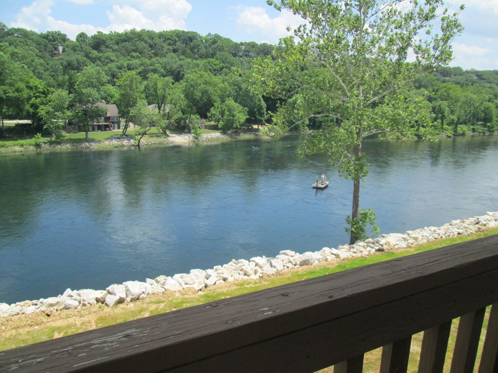 Lakefront taneycomo unobstructed views vrbo for Lake taneycomo trout fishing