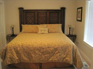 Eagle Crest house photo - Tommy Bahama themed room.