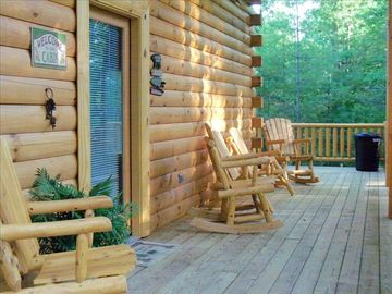 Oneida cabin rental - sit and rock on the front porch