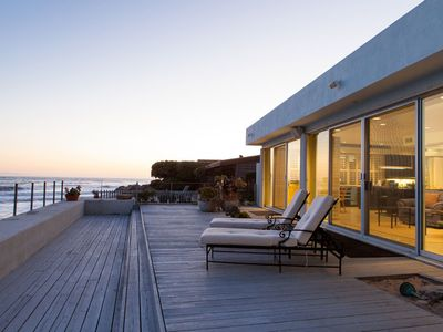 Expansive Oceanfront with direct access to the beach
