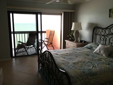 Master suite w balcony overlooking beach - 42 inch LED wall mount TV in room