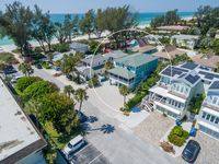 Sun of a Beach: 3 Houses to Gulf Beach, Amazing Pool, Hot Tub in Large Backyard