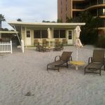 GROUNDFLOOR DIRECT BEACHFRONT cottage!* Aug 8 - Sept 5 now JUST $100 per night!*