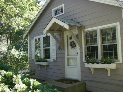 Manomet cottage rental - Front exterior