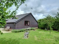 Immaculate studio cottage in the grounds of owners converted barn