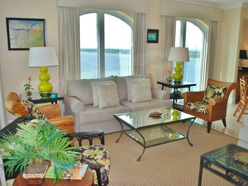 Gulf Shores condo rental - Living Room w amazing views at Mustique Penthouse