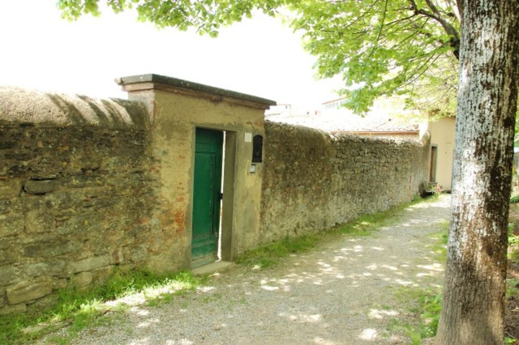 House with private garden, in Cortona's town centre