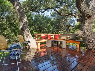 Austin cottage photo - Enjoy the deck with plenty of bench seating and room to hang two hammocks.