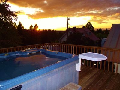 A soak in the hotub enjoying the sunset feels so good after a day hiking!