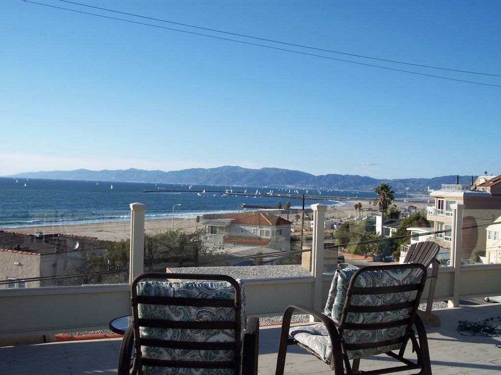 Spectacular beach views 3 bedroom home steps to the sand close to