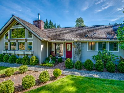 Modern Farmhouse Estate Guesthouse On 3 Acres Rainier View Gardens Pond