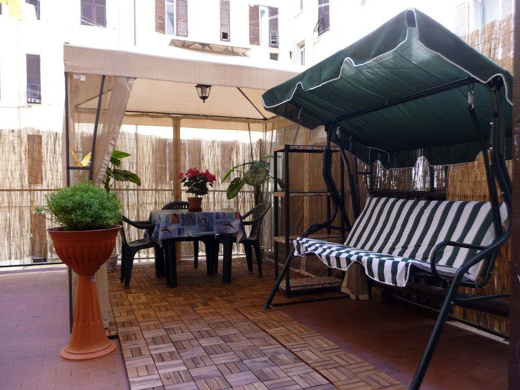 Apartment terrace gazebo and rocking la spezia for Terrace gazebo