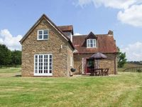 HOLLYWALL COTTAGE, pet friendly in Tenbury Wells, Ref 912205