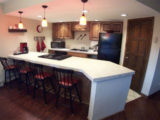 Durango condo photo - Roomy kitchen, bar seating for 4, microwave, dishwasher, tableware