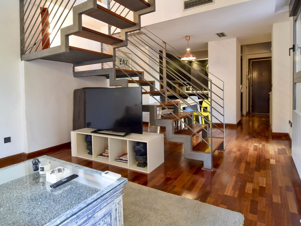 Modern duplex / house in the center of Madrid, above the Rastro, garage included