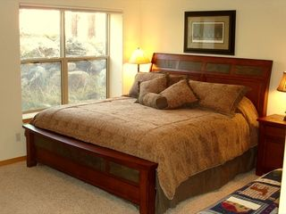 Silverthorne townhome photo - Lower Level Master Bedroom w/ King Bed
