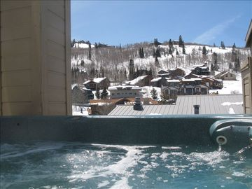 MOUNTAIN VIEWS WITH SUN IN THE AFTERNOON IN THE HOT TUB