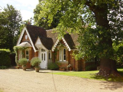 Gorgeous Country Cottage, beside Windsor Great Park & overlooking Windsor Castle
