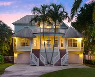 REDECORATED CAPTIVA ISLAND BAYFRONT HOME WITH POOL & DOCK