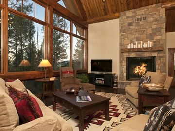 Jackson townhome rental - Spacious Living Room With Gas Fireplace