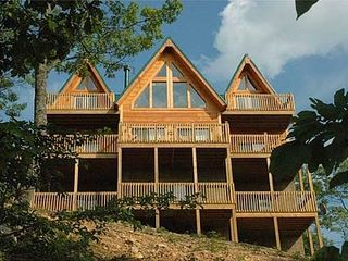 Sevierville chalet photo - Outside view of Bearly Below Heaven...3 floors of space! 4 bedrooms, 3.5 bath