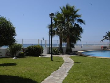 Garden and direct access to beach
