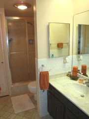 Pompano Beach villa photo - Second bath has walk-in shower.