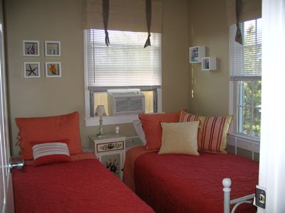 2 Twin Beds-33B-upstairs