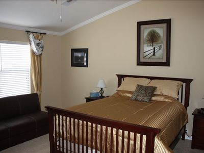 Master Bedroom - Queen bed & full futon