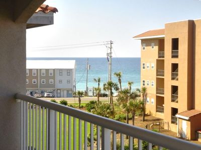 Beautiful Miramar Beach - steps from your door!