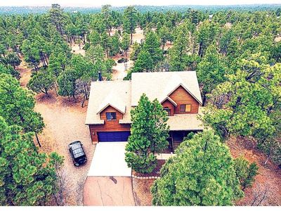 2 FREE SKI PASSES! - 6 Bedrooms, 5 Bathrooms - Backs to 10+ Acres of Forest Land