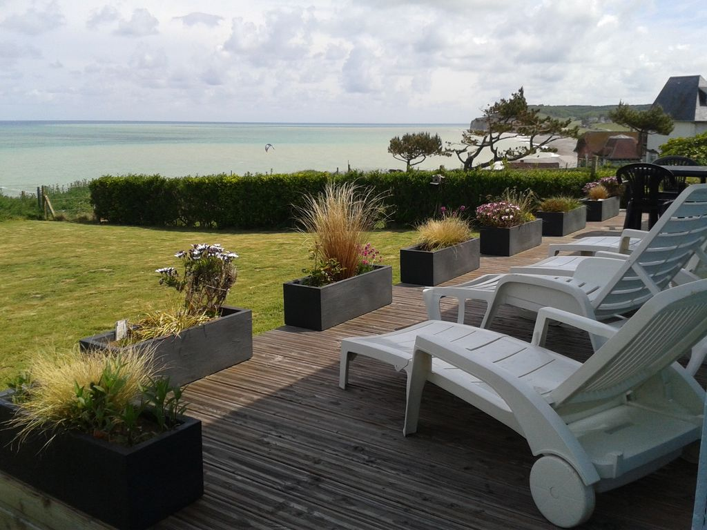 maison de bord de mer avec superbe vue sur mer plage et falaises haute normandie 593673. Black Bedroom Furniture Sets. Home Design Ideas