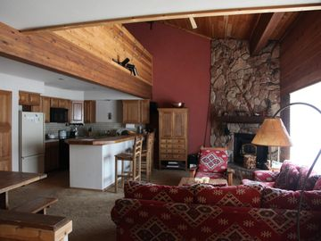 Mammoth Lakes condo rental - Living room, kitchen and dining area
