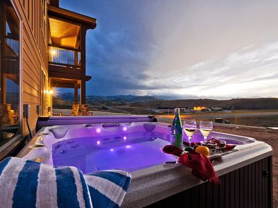 Private Outdoor Hot Tub at Black Rock 2