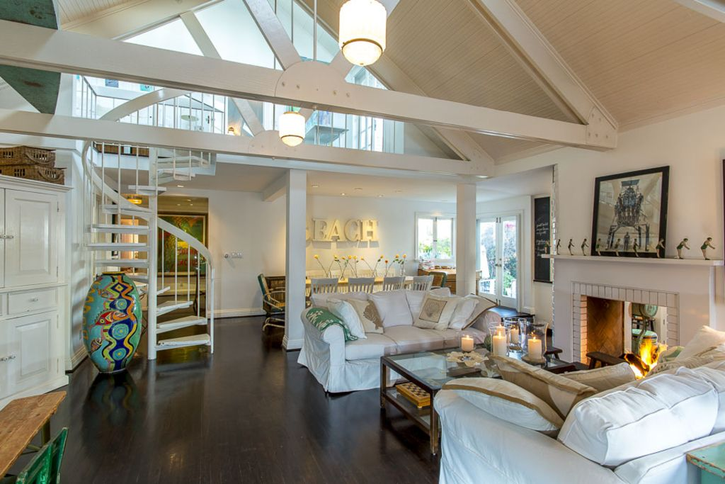 The classic beach house at the beach homeaway venice for Los angeles holiday rental